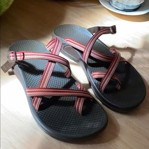 Red/white strap Chacos size W8